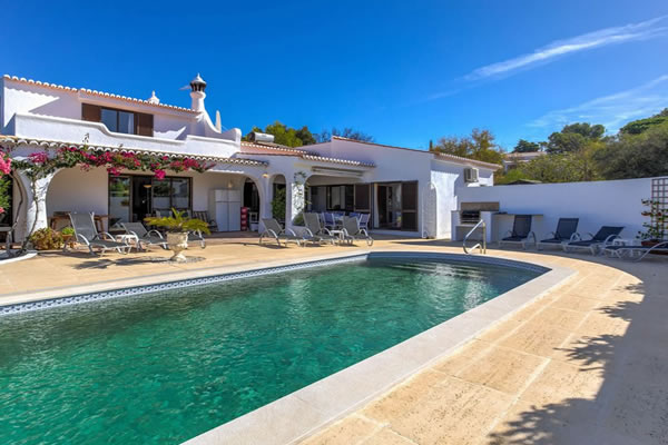 Casa Tranquila - 6 Bedroom villa with heated pool, walking distance of Carvoeiro!