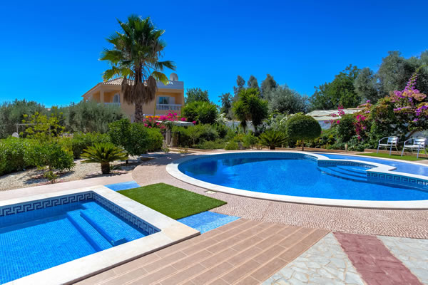 Villa do Barradas - Luxury rural Villa with private pool AND kids pool, Silves