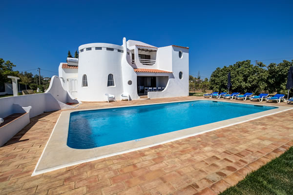 Casa Alexandra - Very quiet Villa with private pool, sea view, 800m from beaches, Carvoeiro